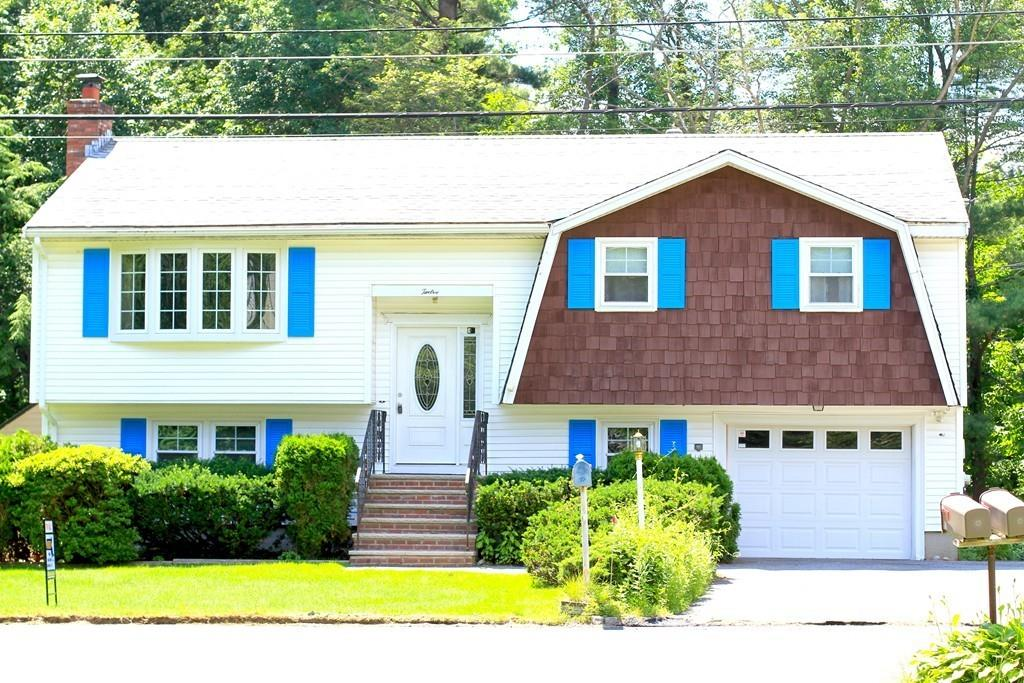 Photo for 12 Barbara Circle, Burlington, MA 01803 (MLS # 72527064)