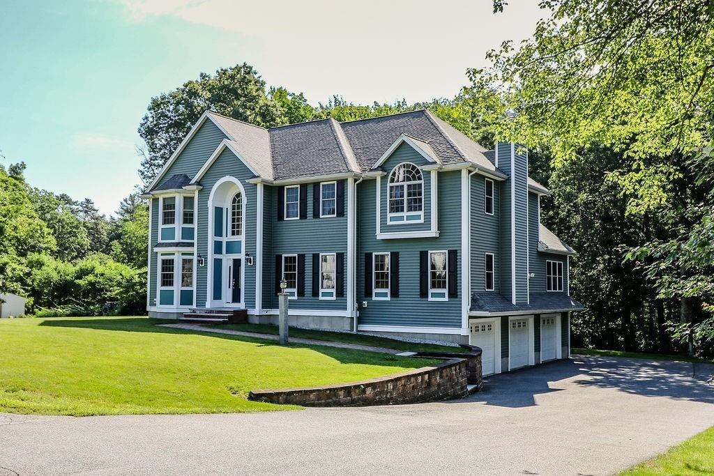 Photo for 54 Roosevelt Rd, Wilmington, MA 01887 (MLS # 72529196)