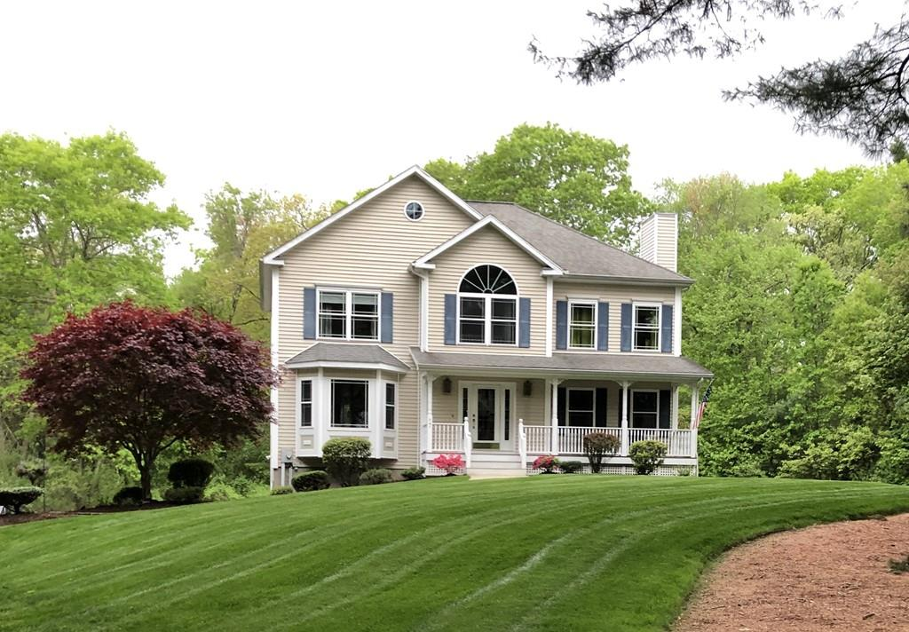 Photo for 17 Lawrence Court, Wilmington, MA 01887 (MLS # 72535344)