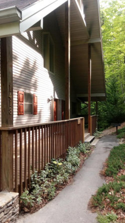 Photo of 1418 Garrett Place, Gatlinburg, TN 37738 (MLS # 1041429)