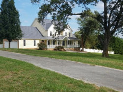 Photo of 1428 Indian Warpath Rd, Sevierville, TN 37876 (MLS # 1059345)