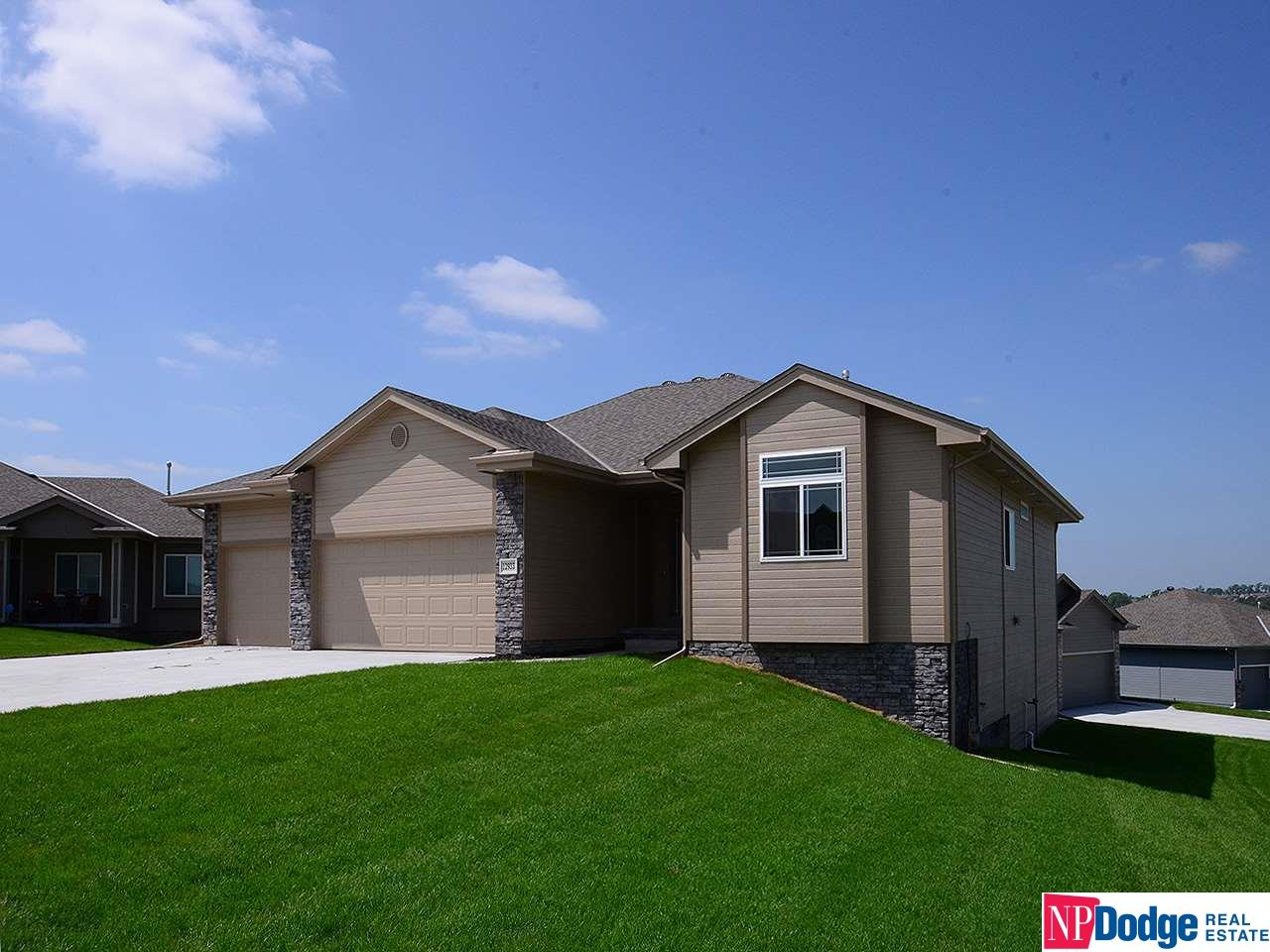 Photo for 12933 Eagle Circle, Omaha, NE 68142-5189 (MLS # 21819886)
