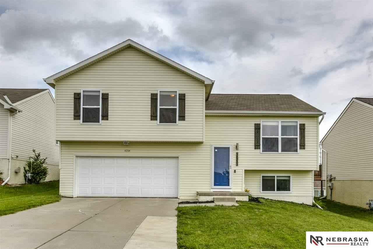 Photo for 8738 Read Street, Omaha, NE 68122 (MLS # 21921091)