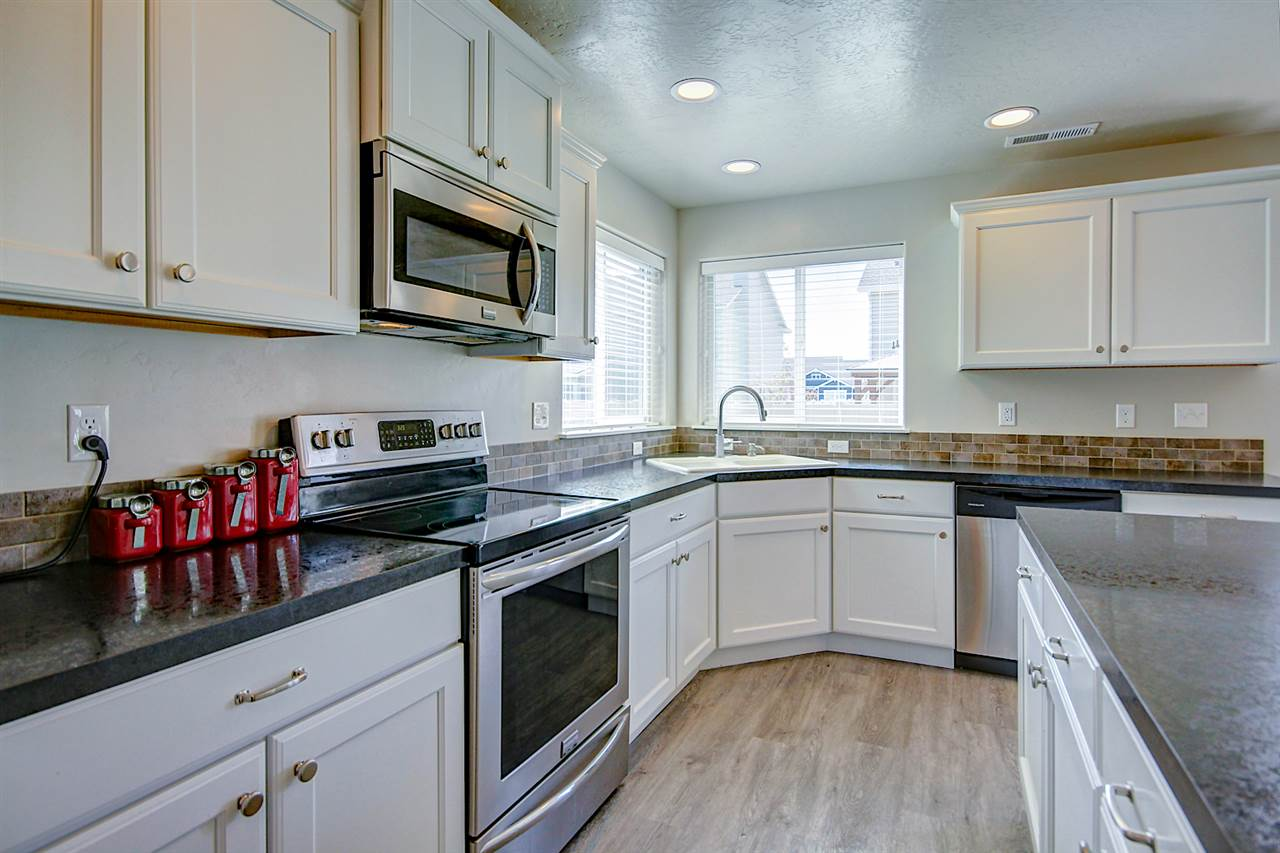 Photo for 931 Center, Star, ID 83669 (MLS # 98726537)