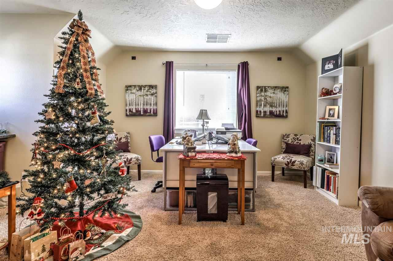 Photo for 551 E Whitney Ct, Eagle, ID 83616 (MLS # 98752019)