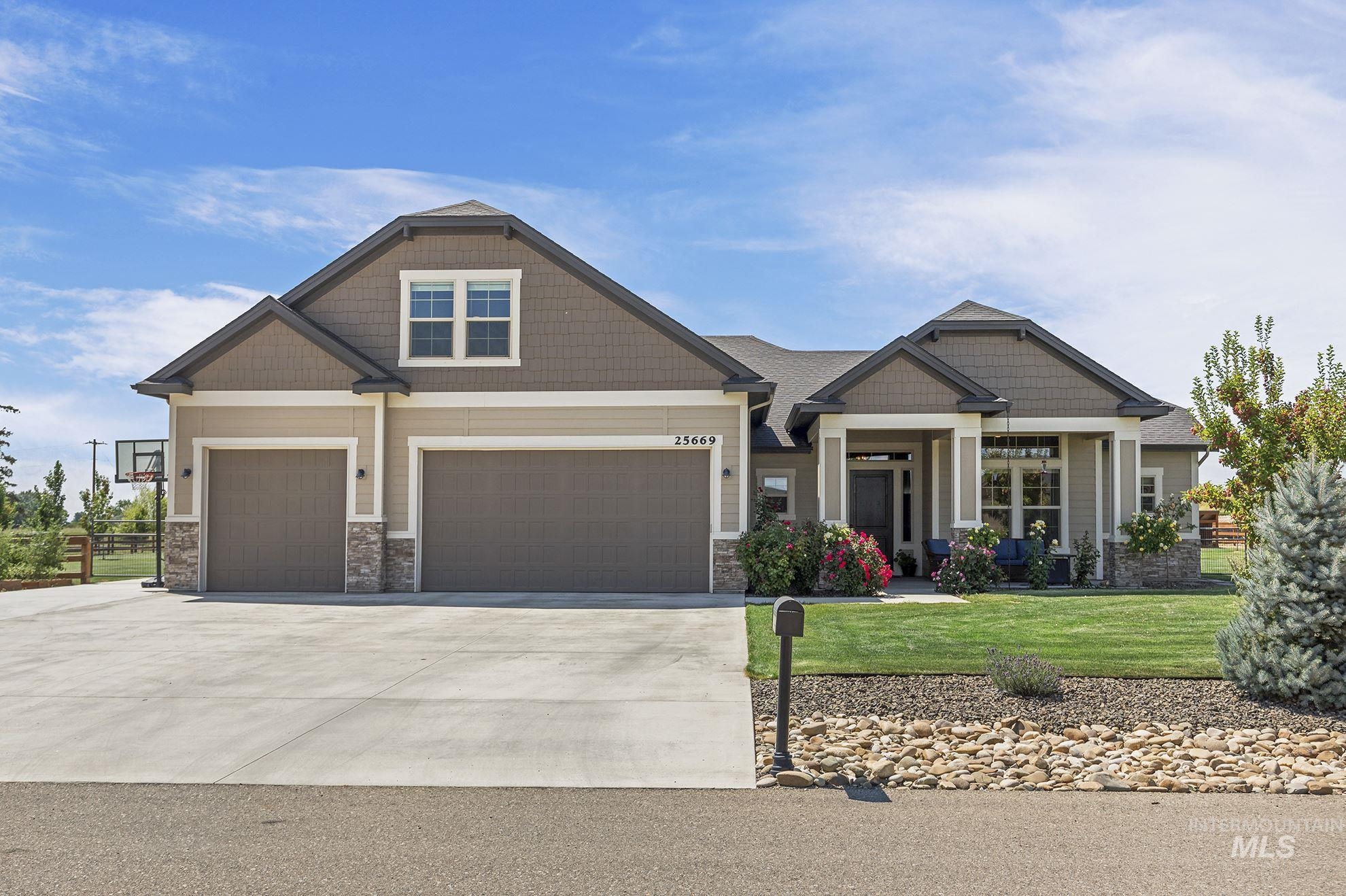 Photo for 25669 Dapple Pl, Middleton, ID 83644 (MLS # 98775511)