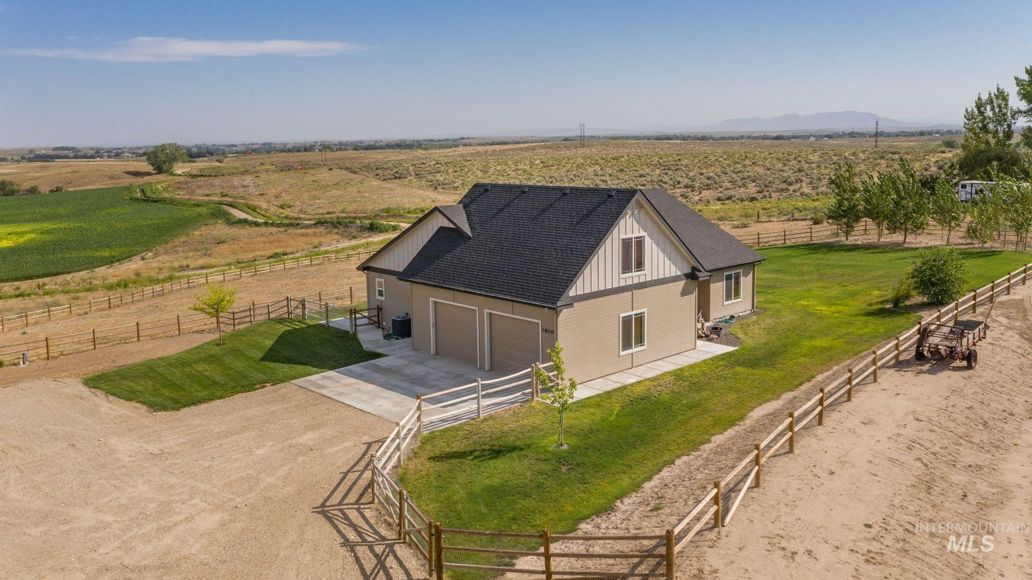 Photo for 18048 Goodson Rd, Caldwell, ID 83607 (MLS # 98775739)