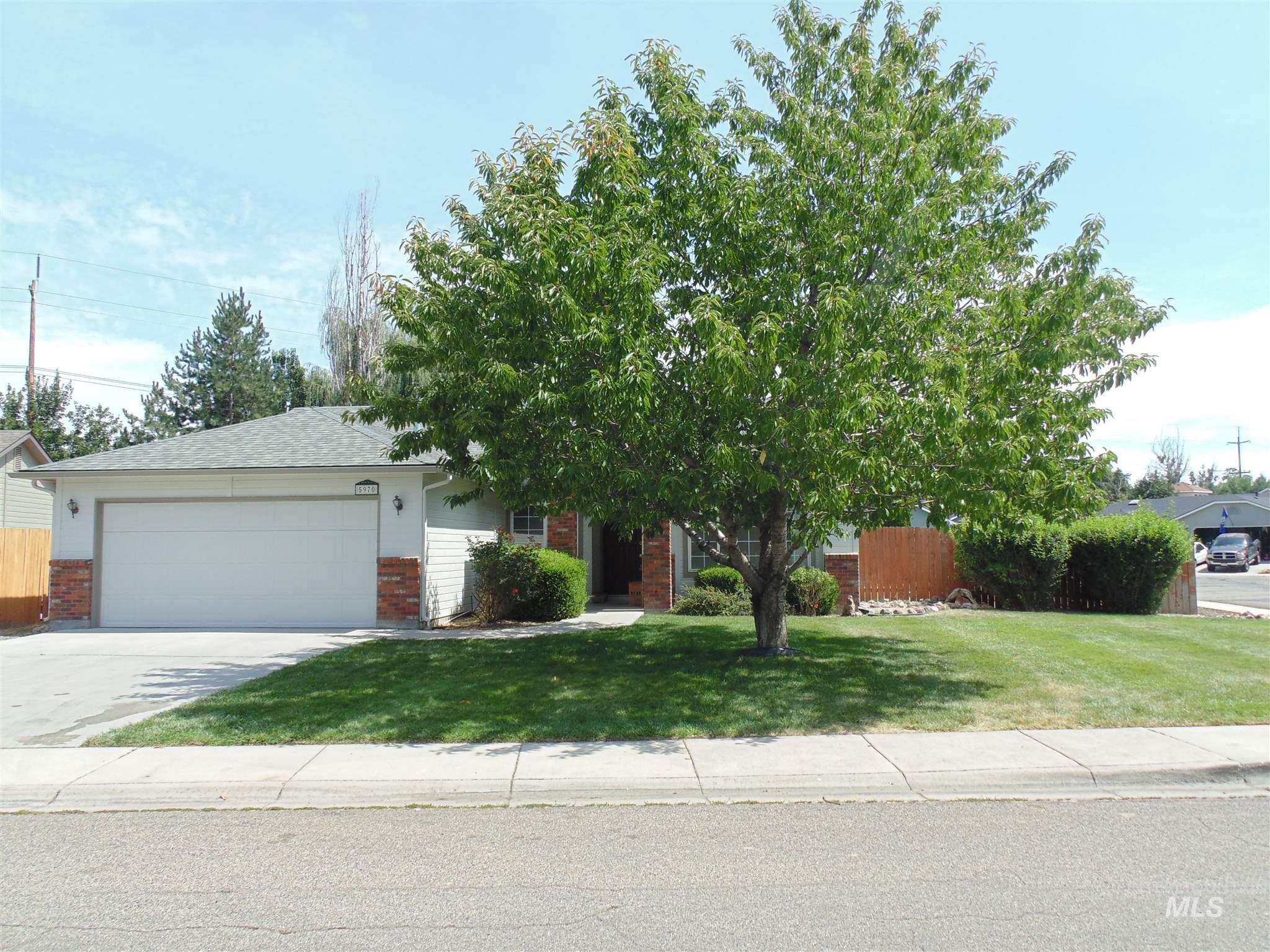 Photo for 5970 N Crewe Ave, Boise, ID 83714 (MLS # 98775861)
