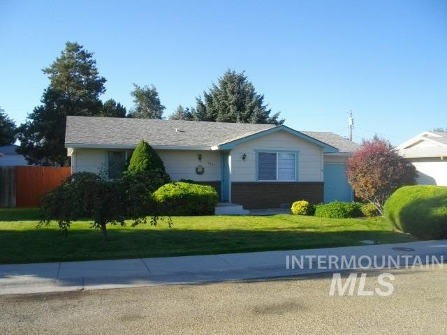 Photo for 413 Parkhurst Drive, Caldwell, ID 83605 (MLS # 98780843)