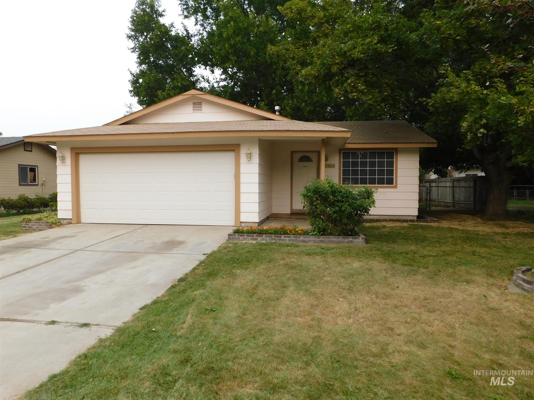 Photo for 746 W Kinghorn Dr, Nampa, ID 83651 (MLS # 98780997)