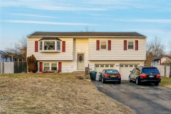 Photo of 10 Oxford Lane, Harriman, NY 10926 (MLS # 4900921)