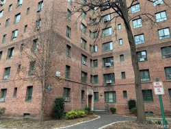 Photo of 2121 St Raymonds Avenue, Unit 2G, Bronx, NY 10462 (MLS # 4856945)
