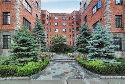 Photo of 45 West Pondfield Road, Unit 4E, Bronxville, NY 10708 (MLS # 4836860)