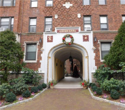 Photo of 31 West Pondfield Road, Unit 9, Bronxville, NY 10708 (MLS # 4843989)