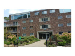 Photo of 6000 Nob Hill Dr, Unit F105, Chagrin Falls, OH 44022 (MLS # 3930408)
