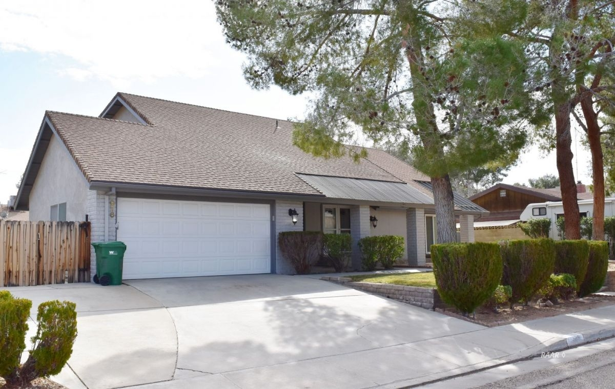Photo for 916 N Sierra View, Ridgecrest, CA 93555 (MLS # 1956772)