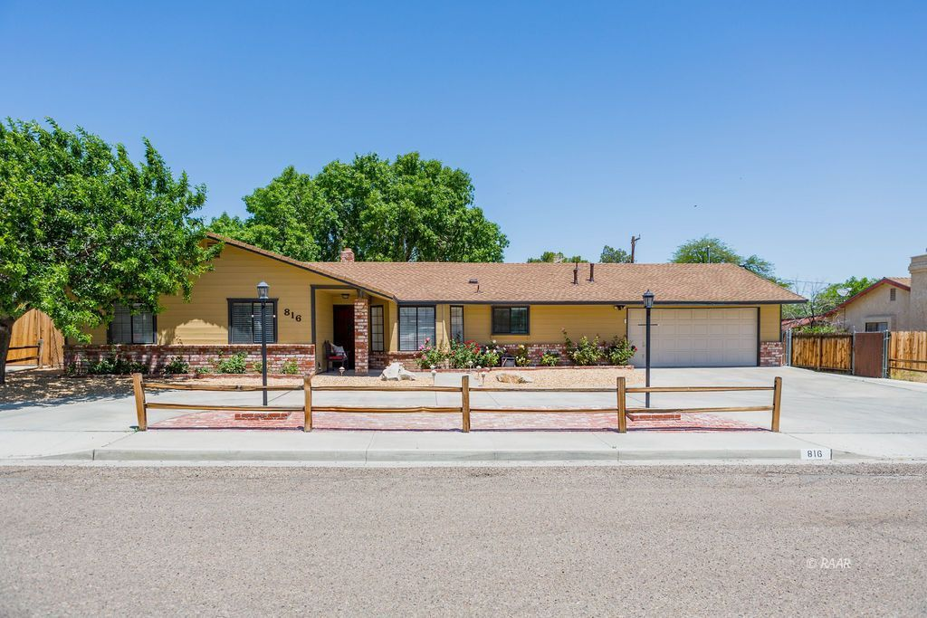 Photo for 816 W Wasp AVE, Ridgecrest, CA 93555 (MLS # 1957191)