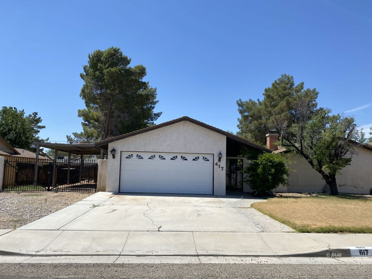 Photo for 617 W Wasp AVE, Ridgecrest, CA 93555 (MLS # 1957203)