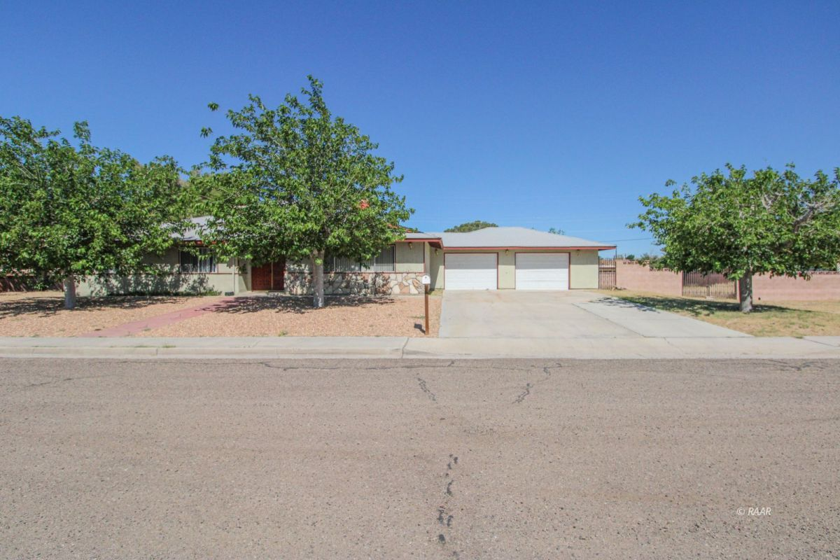 Photo for 220 S Forest Knoll ST, Ridgecrest, CA 93555 (MLS # 1957483)