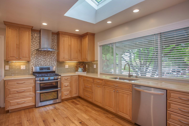 Photo of 1450 Highland View CT, LOS ALTOS, CA 94024 (MLS # ML81700932)