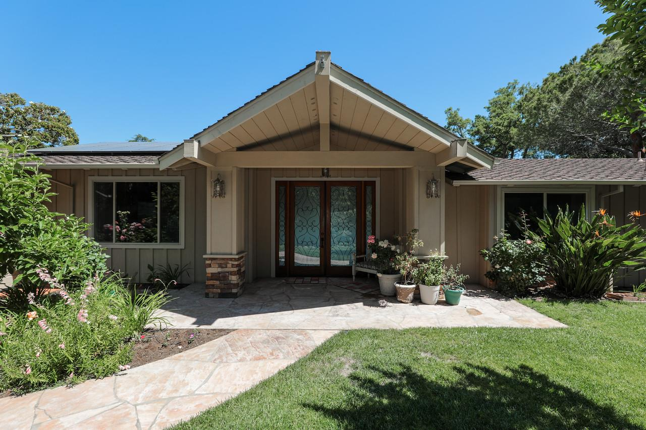 Photo for 10311 Magdalena RD, LOS ALTOS HILLS, CA 94024 (MLS # ML81757271)