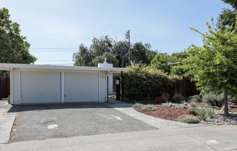 Photo for 1074 Arrowhead WAY, PALO ALTO, CA 94303 (MLS # ML81795811)
