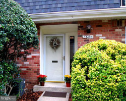 Photo of 3684 Persimmon CIRCLE, Fairfax, VA 22031 (MLS # 1004116637)