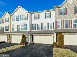 Photo of 42427 Angela Faye SQUARE, Ashburn, VA 20148 (MLS # 1004439035)