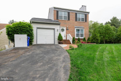 Photo of 13433 Cloverdale PLACE, Germantown, MD 20874 (MLS # MDMC656980)
