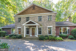 Photo of 2020 Hunter Mill ROAD, Vienna, VA 22181 (MLS # VAFX1098334)