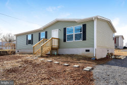 Photo of 17 Marquee Way, Martinsburg, WV 25404 (MLS # WVBE173978)