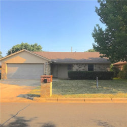 Photo of 2832 S Meadow Drive, Fort Worth, TX 76133 (MLS # 13689437)
