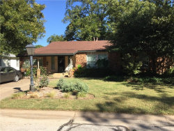 Photo of 125 Parkwood Avenue, Arlington, TX 76013 (MLS # 13714991)