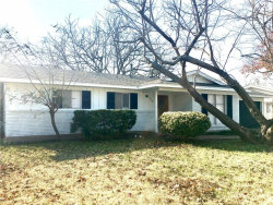 Photo of 4709 South Drive W, Fort Worth, TX 76132 (MLS # 13745168)