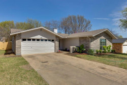 Photo of 601 E Williamsburg Manor, Arlington, TX 76014 (MLS # 13798476)