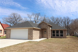 Photo of 710 S Grand Avenue, Gainesville, TX 76240 (MLS # 13801040)