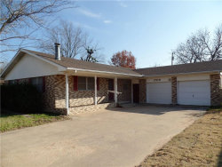 Photo of 1700 Morningside Drive, Gainesville, TX 76240 (MLS # 13984129)