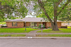 Photo of 924 West wood Drive, Plano, TX 75075 (MLS # 13987847)