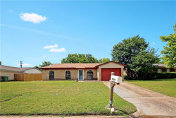 Photo of 9905 Runnymeade Place, Fort Worth, TX 76108 (MLS # 14099002)