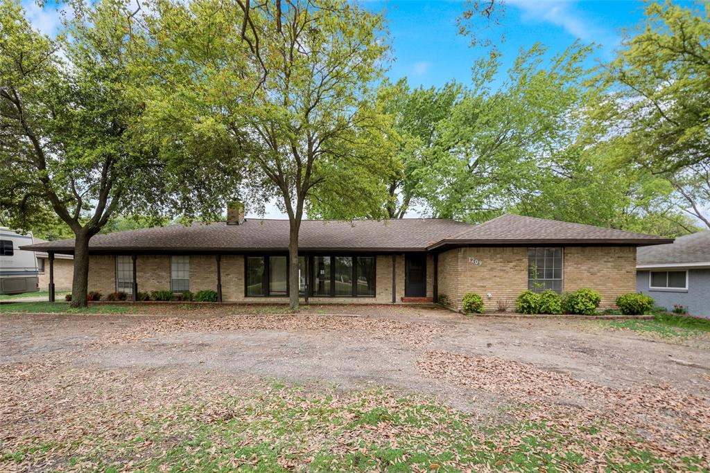 Photo for 1209 N Goliad Street, Rockwall, TX 75087 (MLS # 14315506)