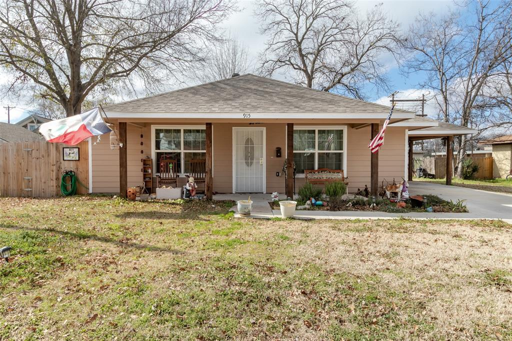 Photo for 915 Chestnut Street, Bonham, TX 75418 (MLS # 14374851)
