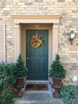 Photo of 7327 Kingswood Circle, Fort Worth, TX 76133 (MLS # 14473718)
