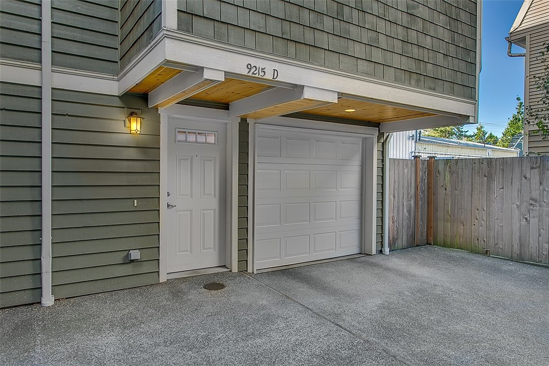 Photo for 9215 Roosevelt Wy NE, Unit D, Seattle, WA 98115 (MLS # 854125)