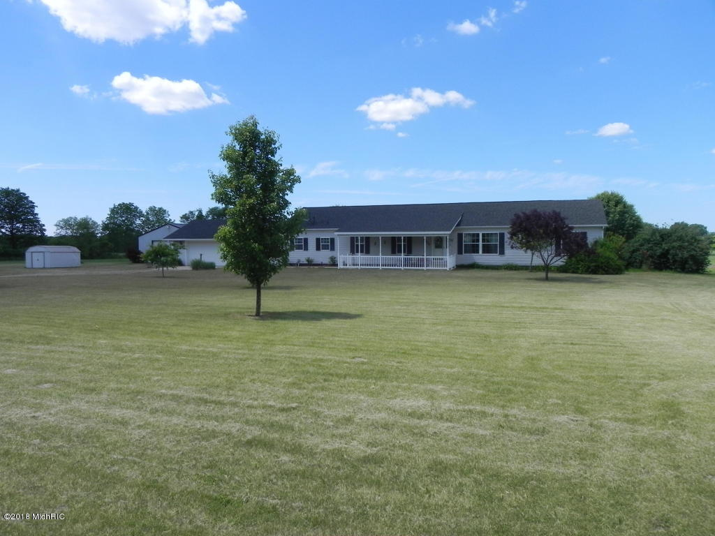 Photo for 40844 County Road 669, Decatur, MI 49045 (MLS # 18042965)