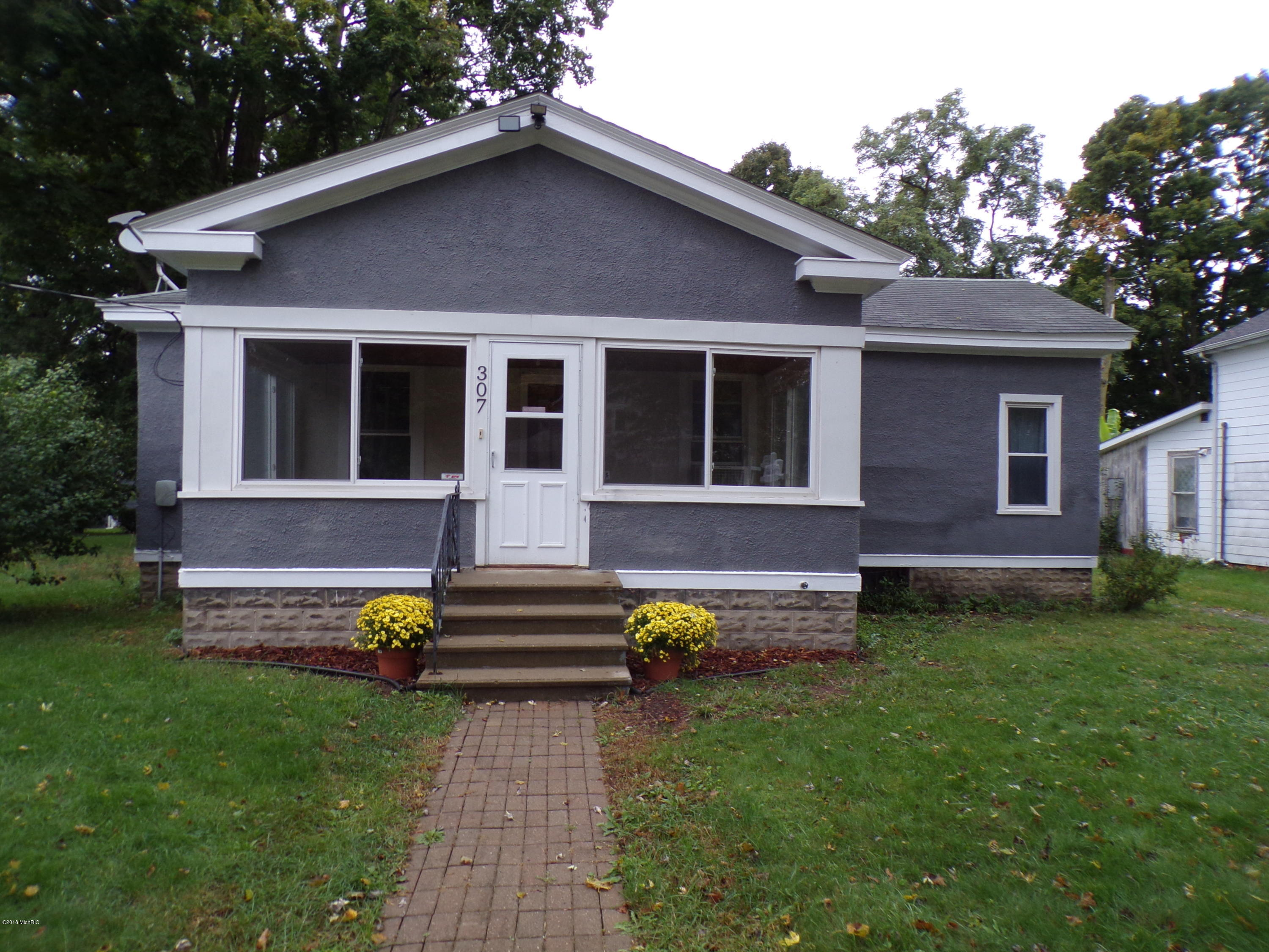 Photo for 307 Cedar Street, Paw Paw, MI 49079 (MLS # 18054182)