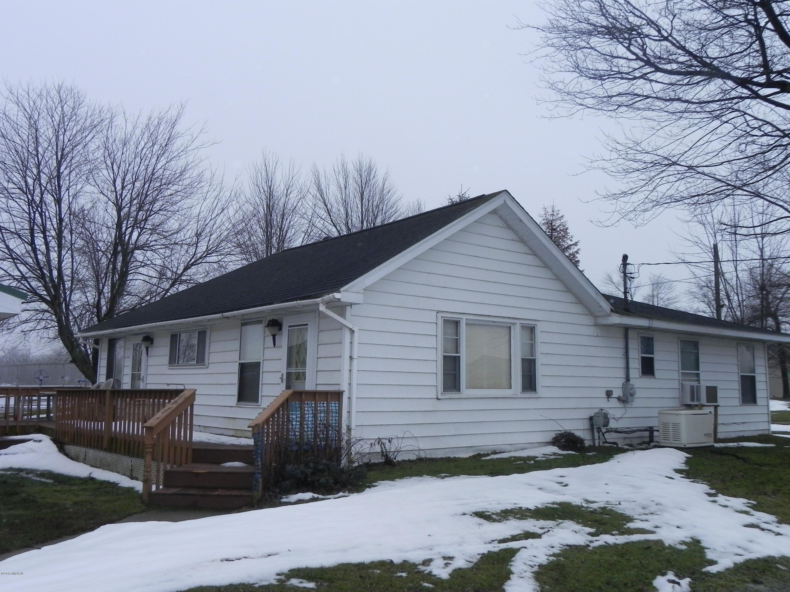 Photo for 41737 N Park Street, Paw Paw, MI 49079 (MLS # 19004416)