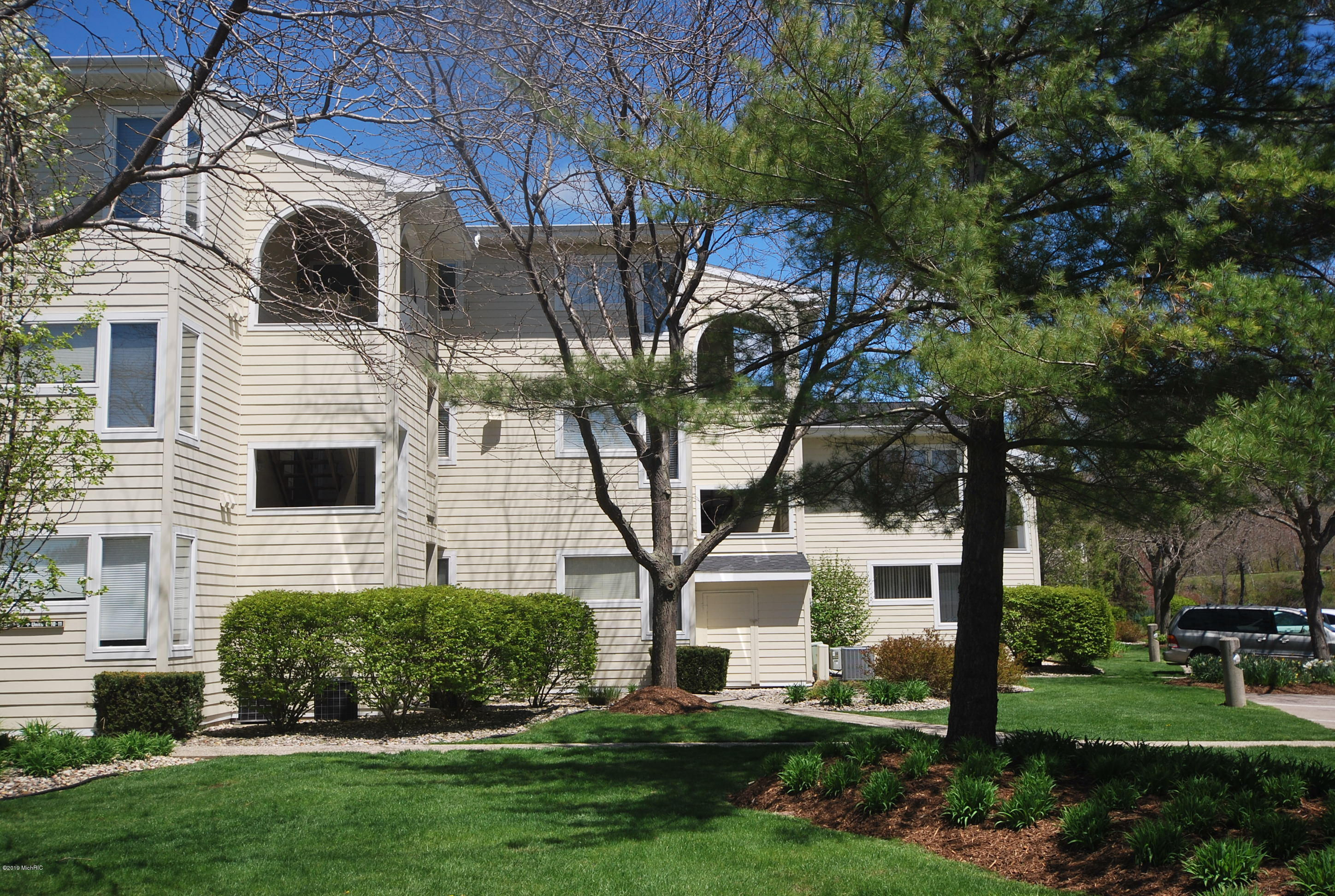 Photo for 983 Lake Street, Unit 9, Saugatuck, MI 49453 (MLS # 19008214)