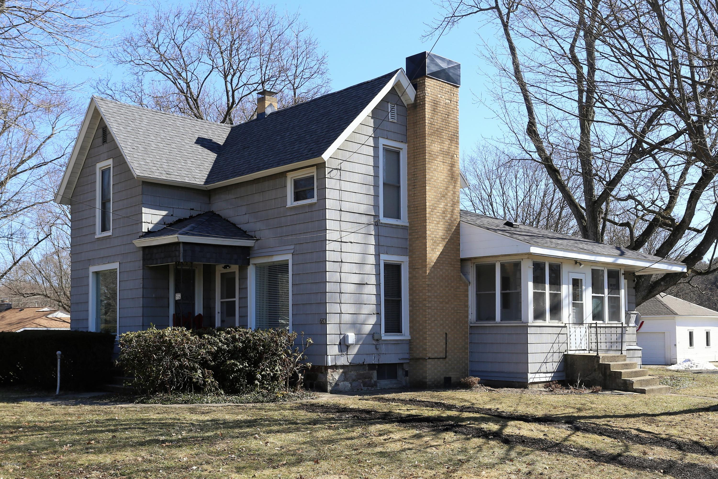 Photo for 726 N Kalamazoo Street, Paw Paw, MI 49079 (MLS # 19009523)