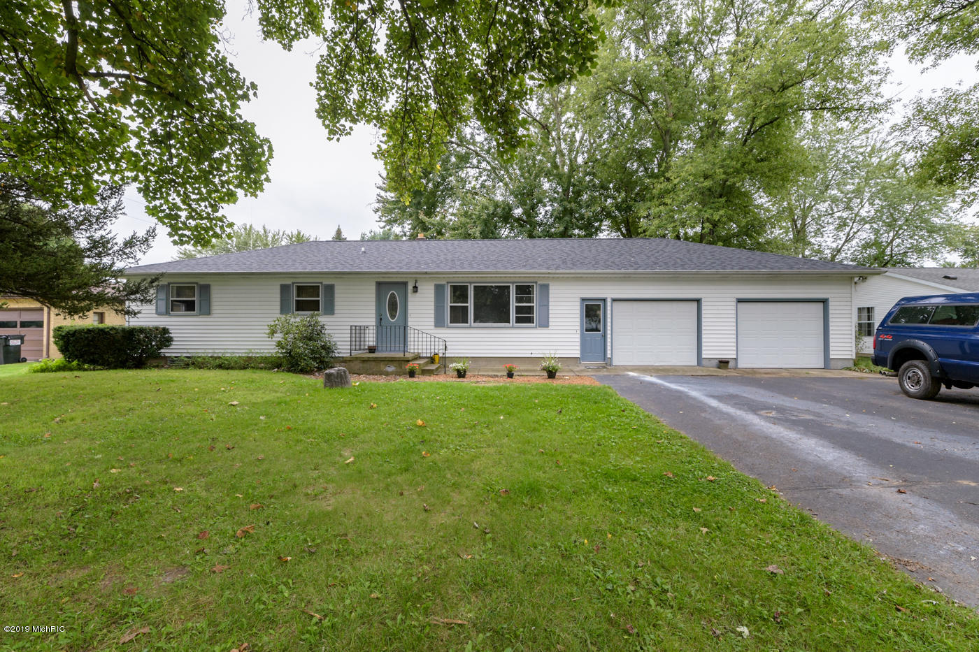 Photo for 4104 Waterview Drive, Vicksburg, MI 49097 (MLS # 19045389)