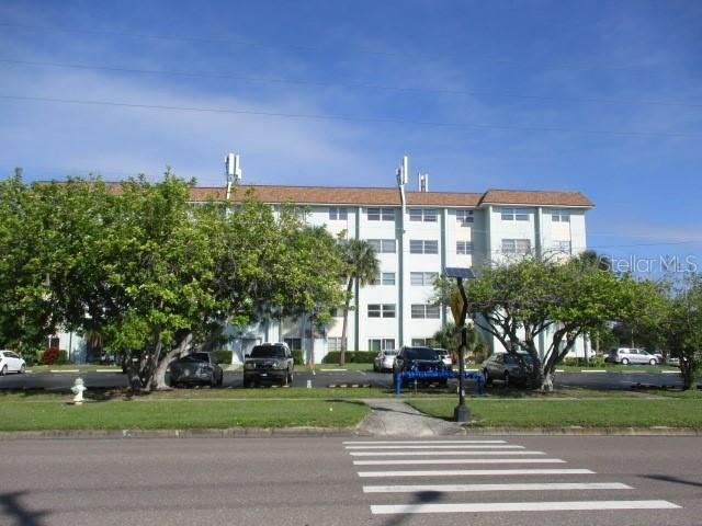 Photo for 801 83rd Avenue N, Unit 333, ST PETERSBURG, FL 33702 (MLS # O5828584)